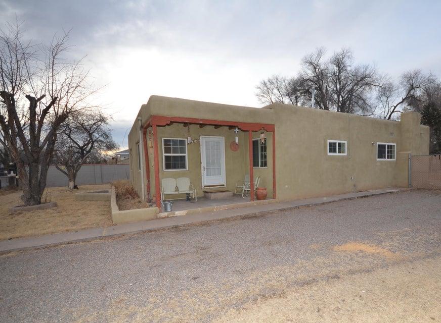 1315 Jeanette Avenue SW, Albuquerque, NM 87105