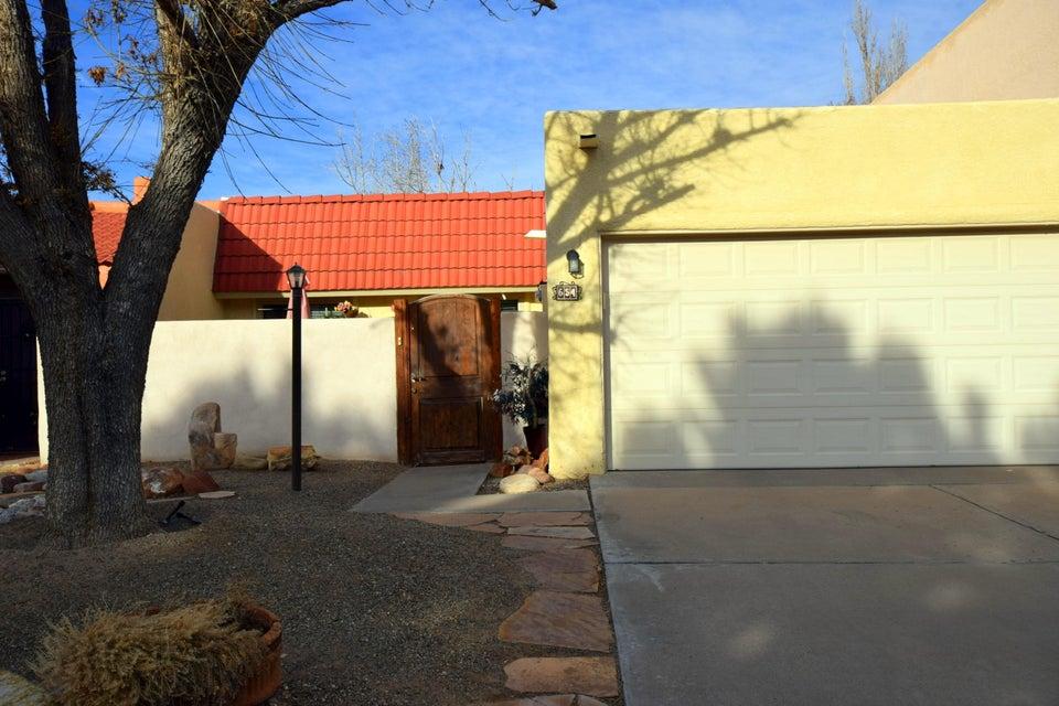 654 Lakeview Circle SE, Rio Rancho, NM 87124
