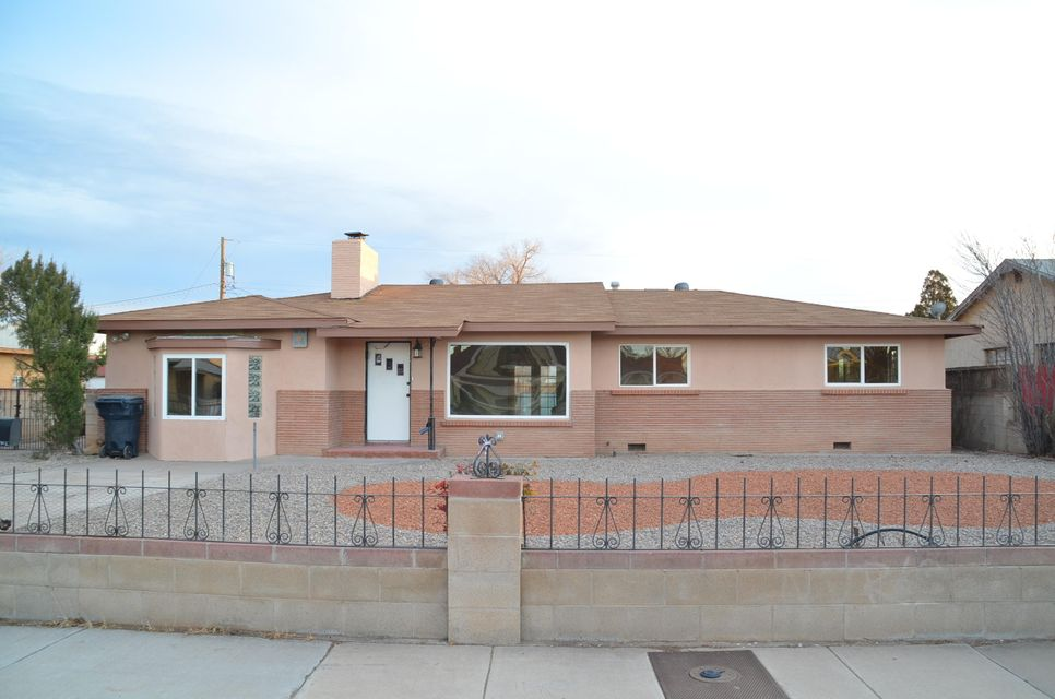 114 Tyrone Avenue NW, Albuquerque, NM 87107
