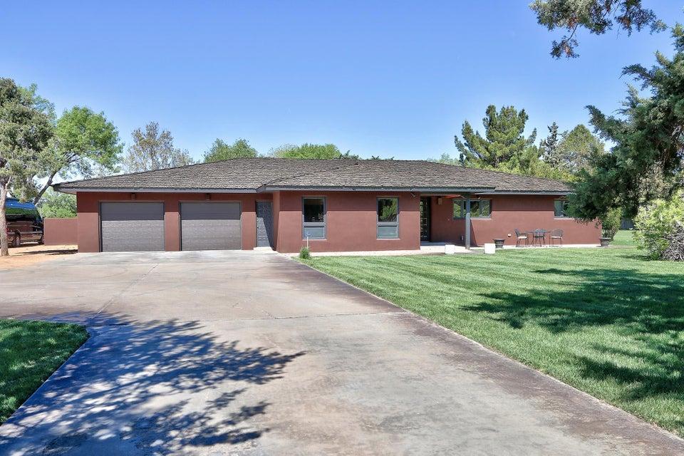 4611 Rio Grande Lane NW, Los Ranchos, NM 87107