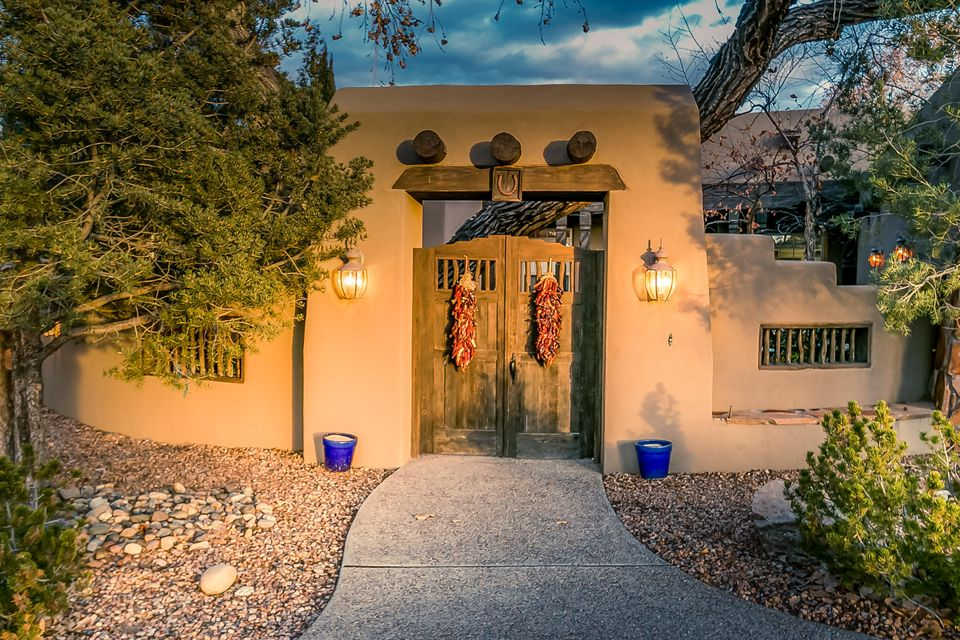9506 Kandace Drive NW, Albuquerque, NM 87114