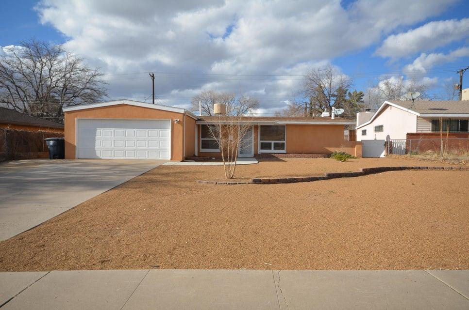 1133 Glorieta Street NE, Albuquerque, NM 87112