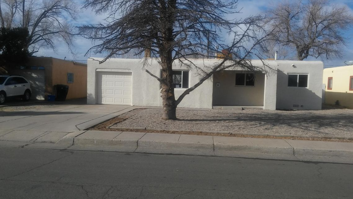 825 Florida Street SE, Albuquerque, NM 87108