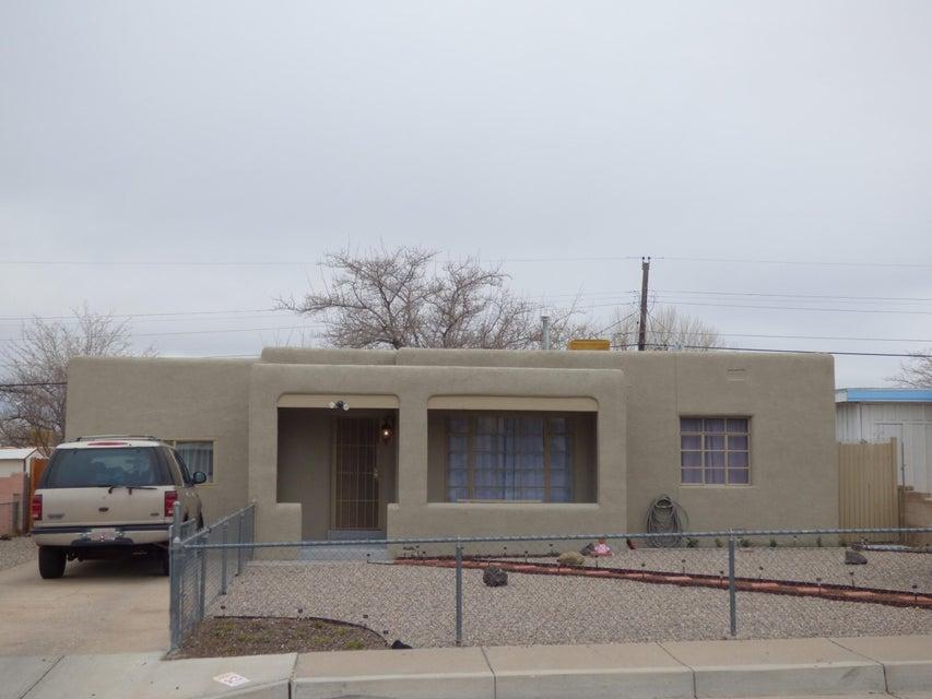 521 DALLAS Street NE, Albuquerque, NM 87108