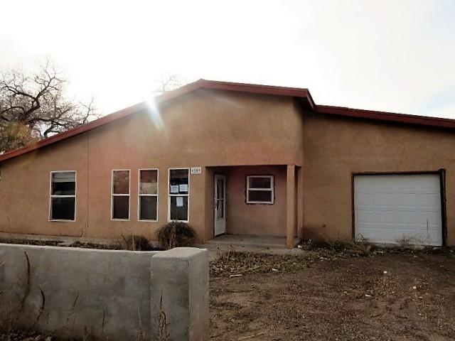 6209 Cole Lane SW, Albuquerque, NM 87105
