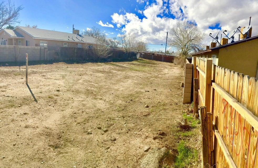 305 Utah Street SE, Albuquerque, NM 87108