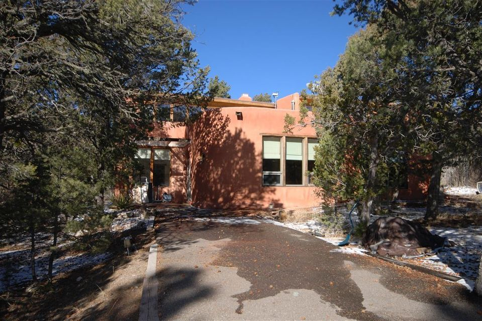 64 Thunderbird Lane, Tijeras, NM 87059