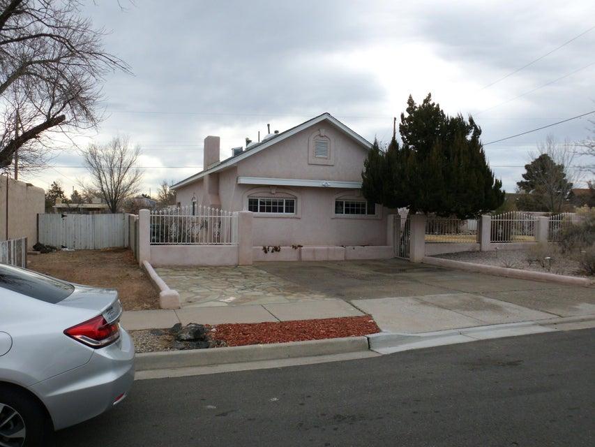 5736 Piedra Road NW, Albuquerque, NM 87114