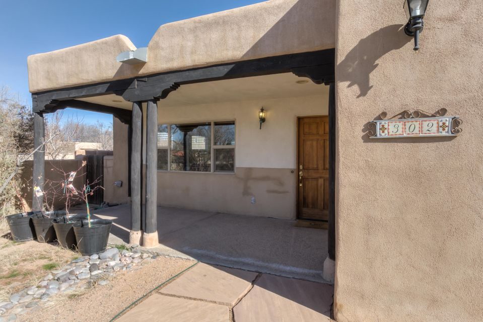 302 Richmond Drive SE, Albuquerque, NM 87106