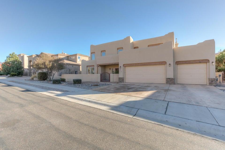 8200 Via Encantada NE, Albuquerque, NM 87122