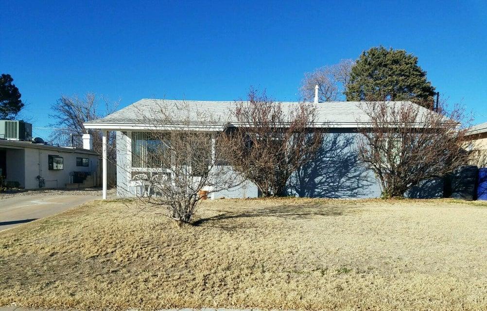 8915 Phoenix Avenue NE, Albuquerque, NM 87112