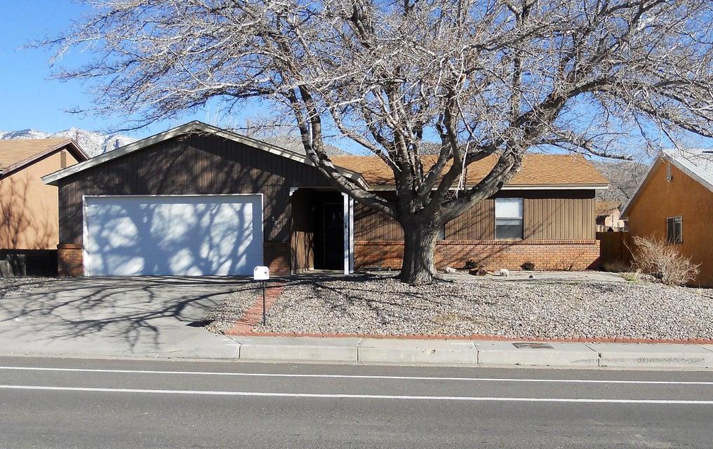 528 Chelwood Park NE, Albuquerque, NM 87123