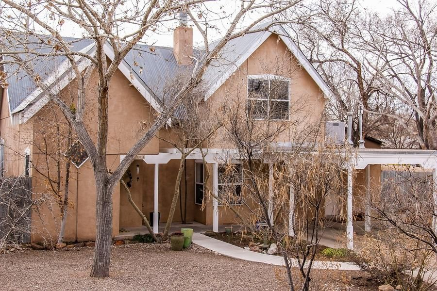 2804 Maximillian Road NW, Albuquerque, NM 87104