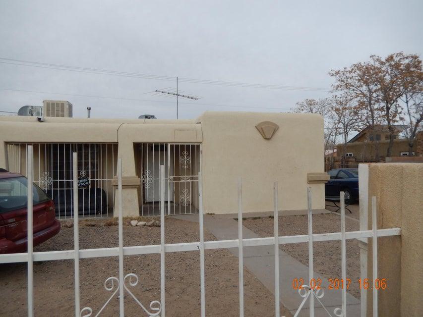 10211 Jenaro SW, Albuquerque, NM 87121