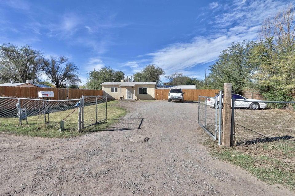 2431 Franzen Road SW, Albuquerque, NM 87105