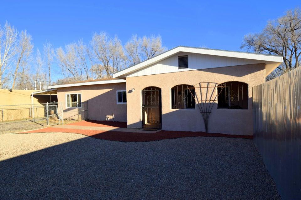 333 Vineyard Road NW, Los Ranchos, NM 87107