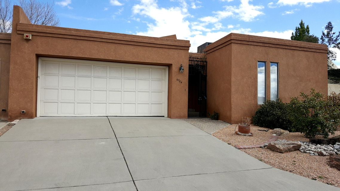 6704 Vista Del Monte NE, Albuquerque, NM 87109