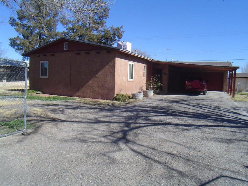 3924 Las Vegas Drive SW, Albuquerque, NM 87105