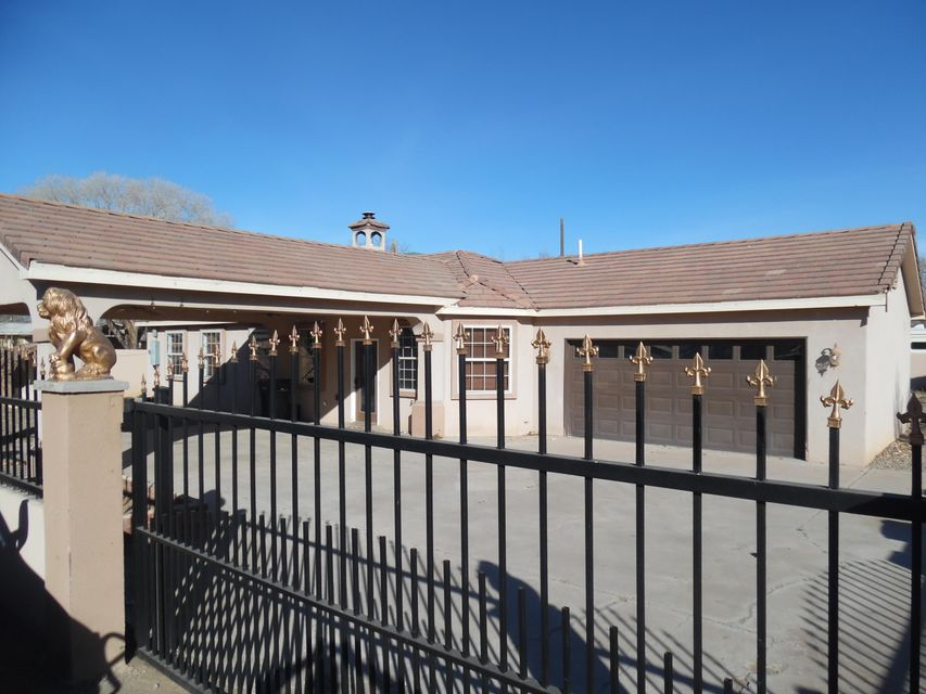 2718 Foothill Drive SW, Albuquerque, NM 87105