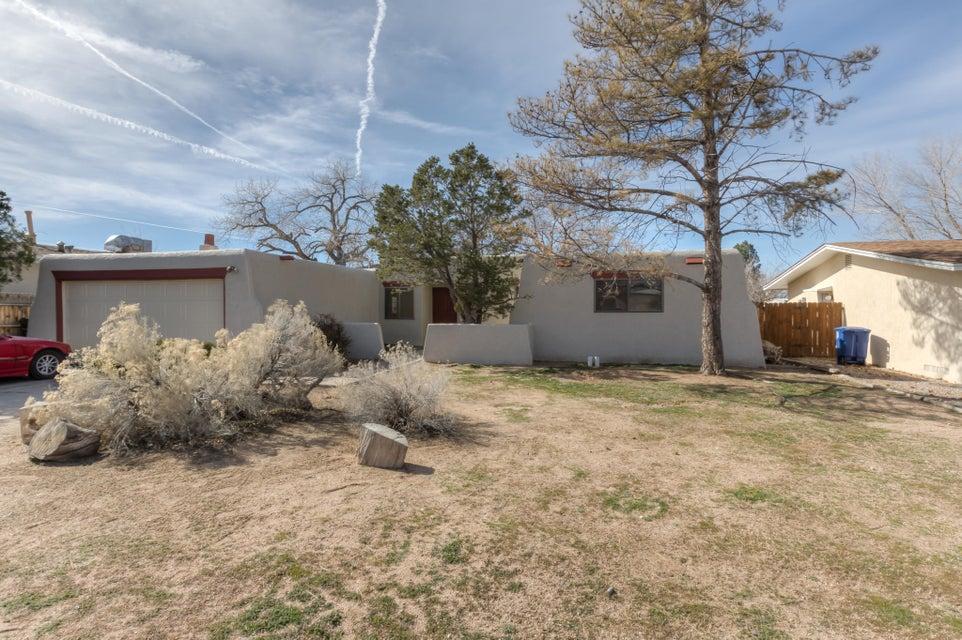 7917 Derickson NE, Albuquerque, NM 87109