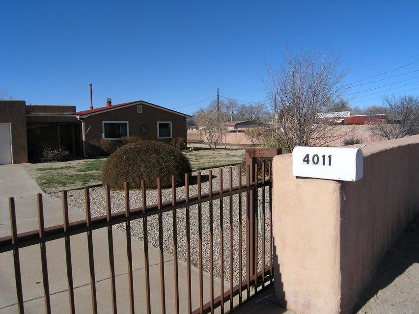 4011 San Isidro Street NW, Albuquerque, NM 87107
