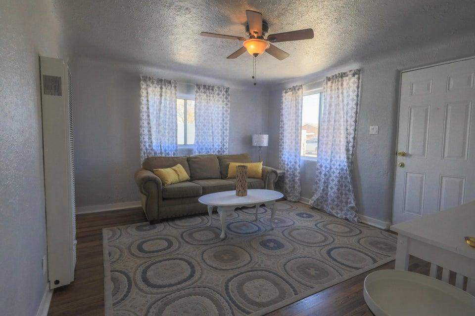 1811 Escuela Road SW, Albuquerque, NM 87105