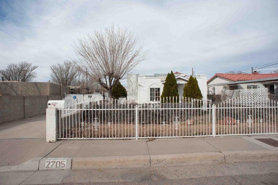 2705 1st Street NW, Albuquerque, NM 87107