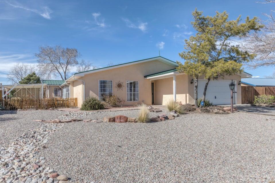 401 Villa Verde,Rio Rancho,New Mexico,United States 87124,3 Bedrooms Bedrooms,2 BathroomsBathrooms,Residential,Villa Verde,884392