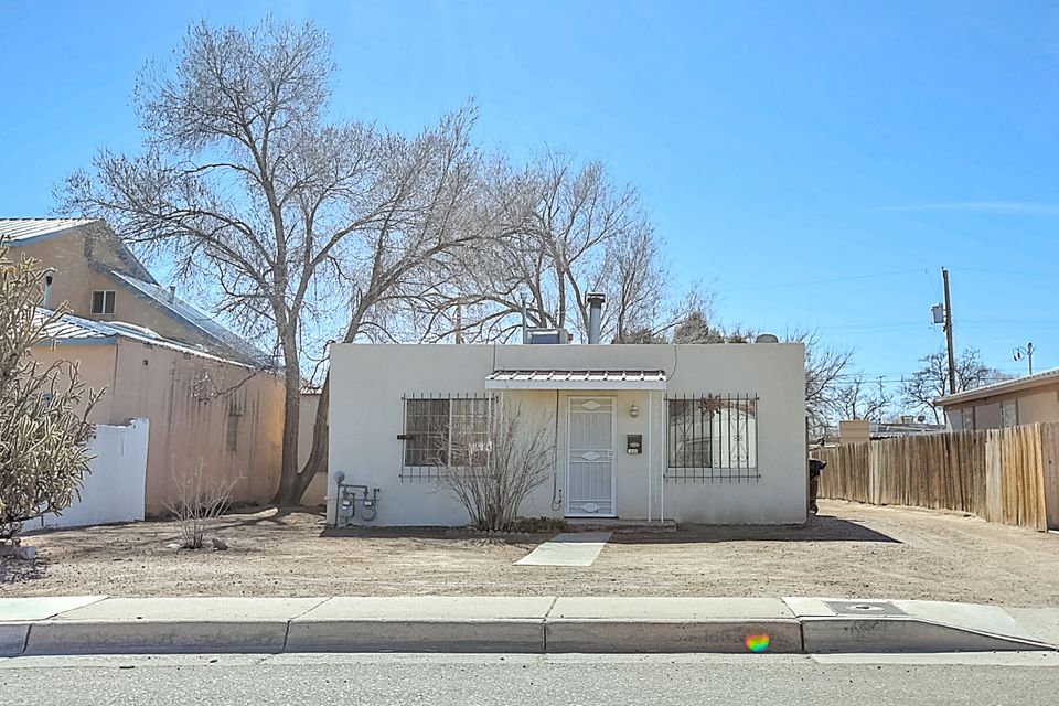1006 Headingly Avenue NW, Albuquerque, NM 87107
