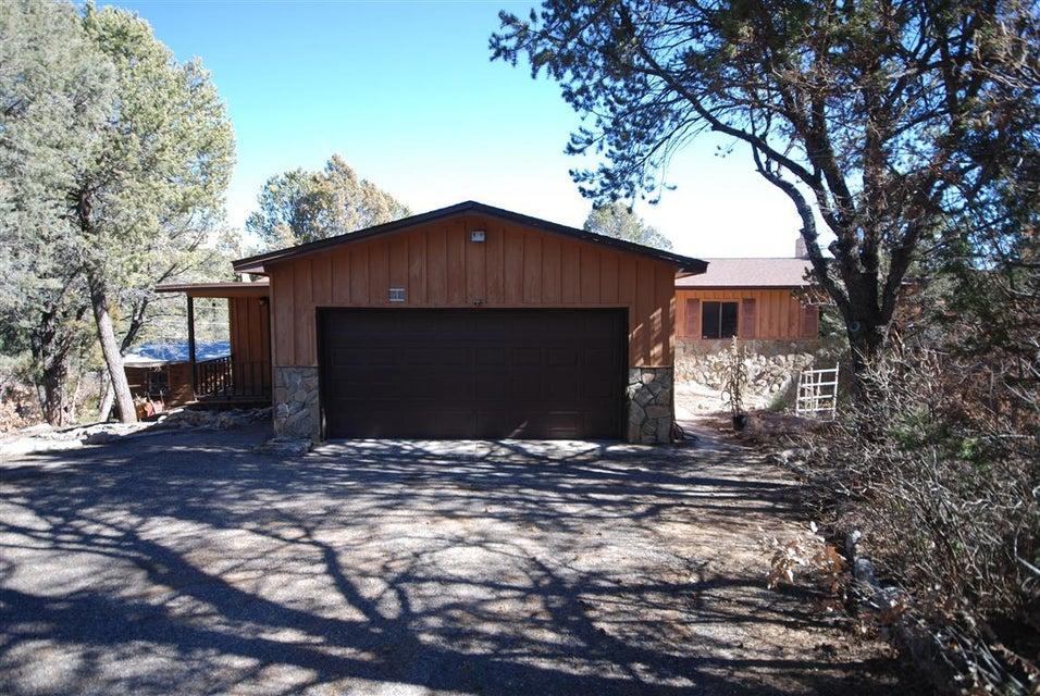 18 Forest Park Road, Cedar Crest, NM 87008