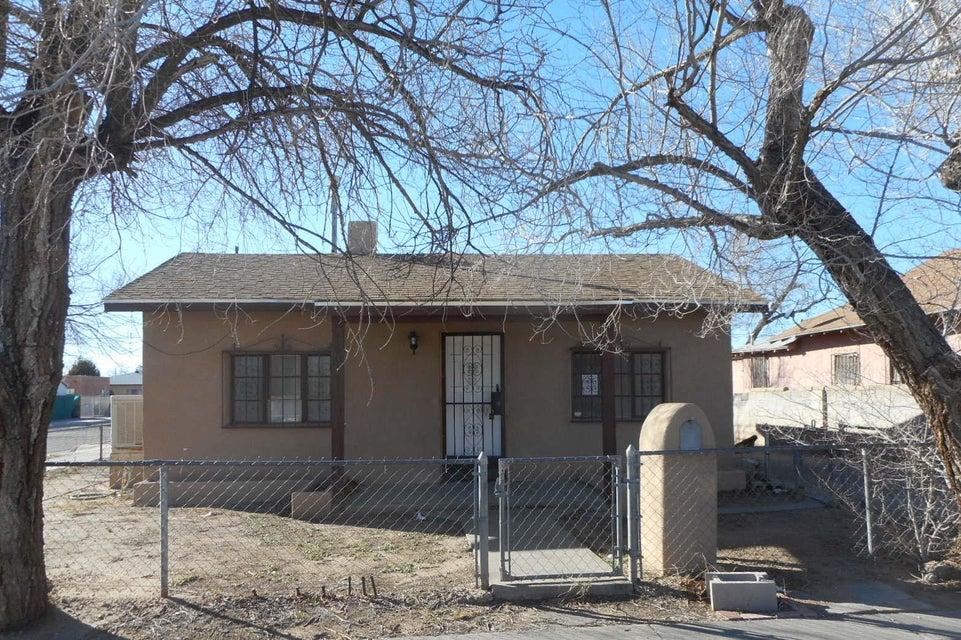 1601 Los Tomases Drive NW, Albuquerque, NM 87102