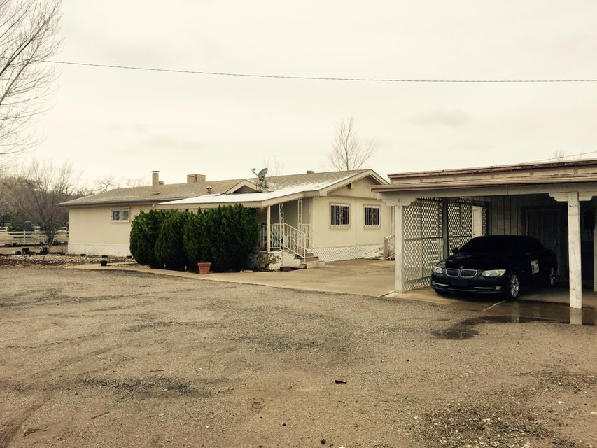 3704 Poco Loco Drive SW, Albuquerque, NM 87105