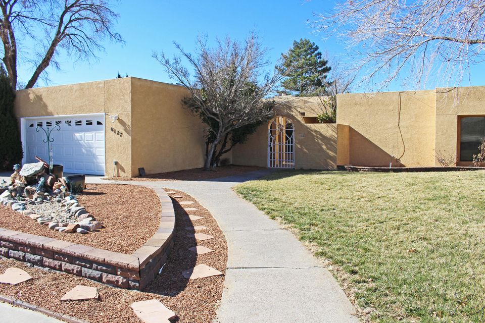 6127 Casa De Vida NE, Albuquerque, NM 87111
