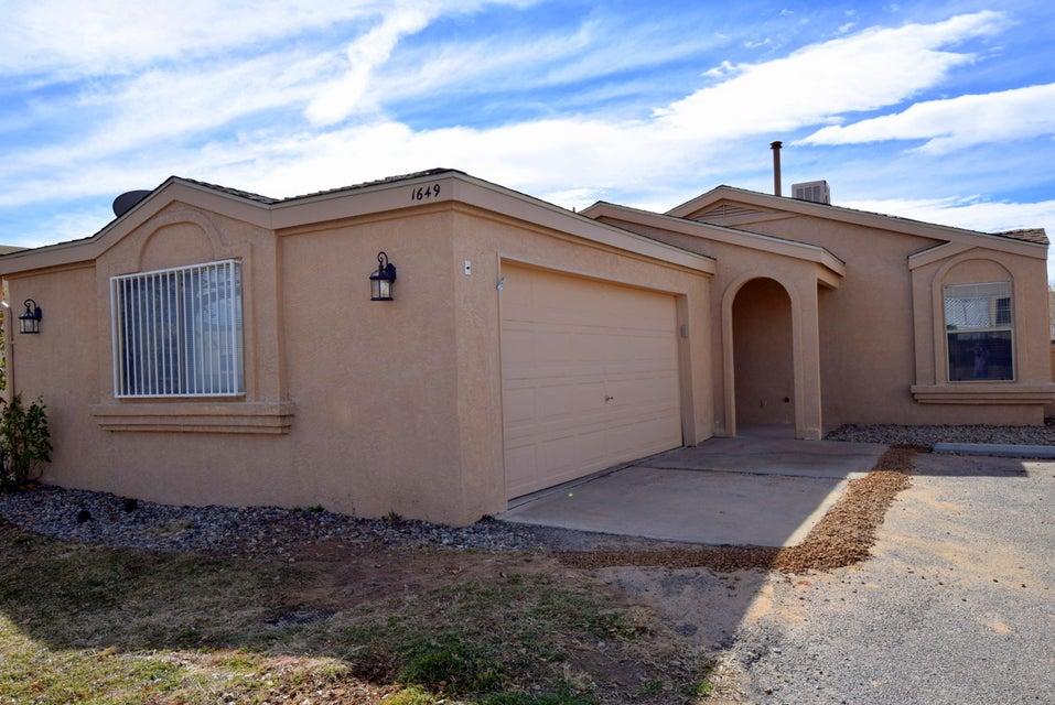 1649 Skyview Circle NE, Rio Rancho, NM 87144