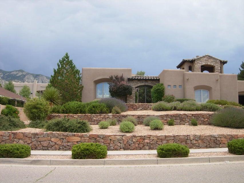 1708 Camino De La Sierra NE, Albuquerque, NM 87112