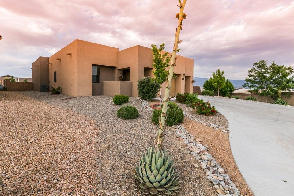 6331 Comfrey Drive NW, Albuquerque, NM 87120