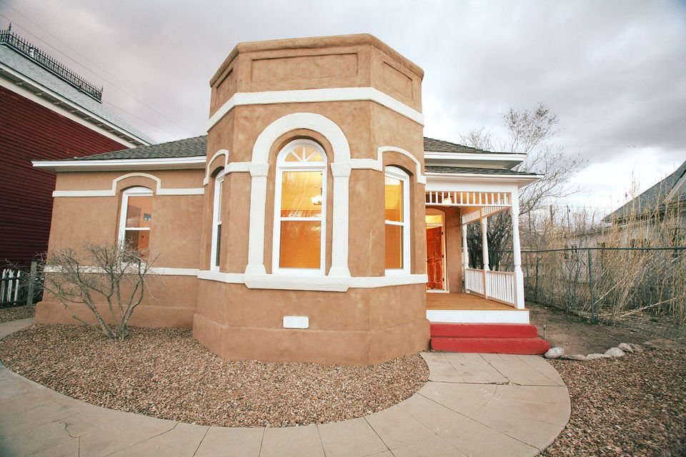 608 Arno Street SE, Albuquerque, NM 87102