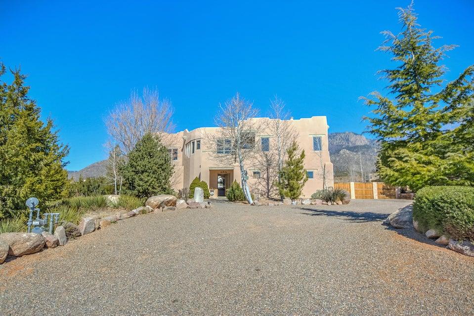 1477 Morning Glory Road NE, Albuquerque, NM 87122