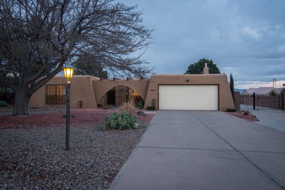 9836 Greene Avenue NW, Albuquerque, NM 87114