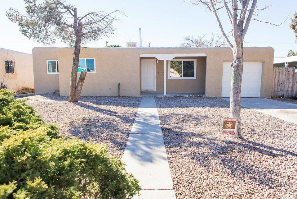 805 Dakota Street SE, Albuquerque, NM 87108