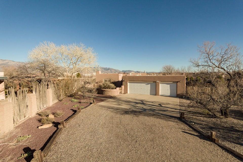 328 Las Colinas Lane NE, Albuquerque, NM 87113