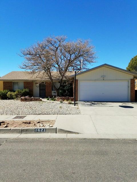 1621 Hogle Road NE, Albuquerque, NM 87112