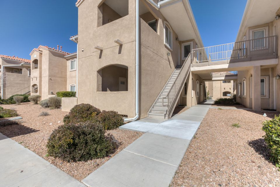 6800 Vista Del Norte Road NE APT 916, Albuquerque, NM 87113