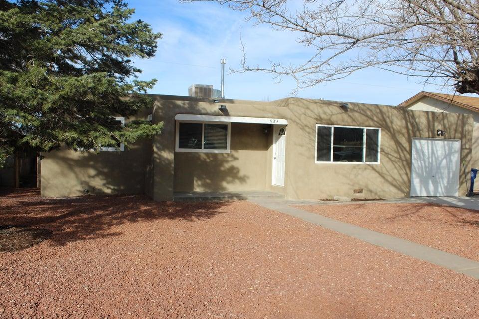909 Georgia Street SE, Albuquerque, NM 87108