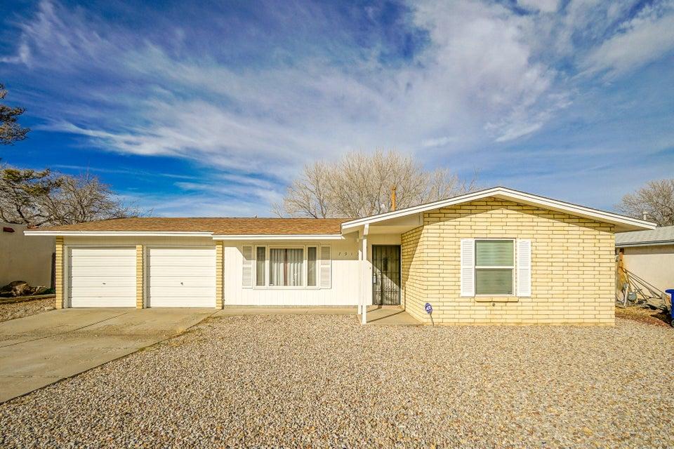 7913 Derickson Avenue NE, Albuquerque, NM 87109