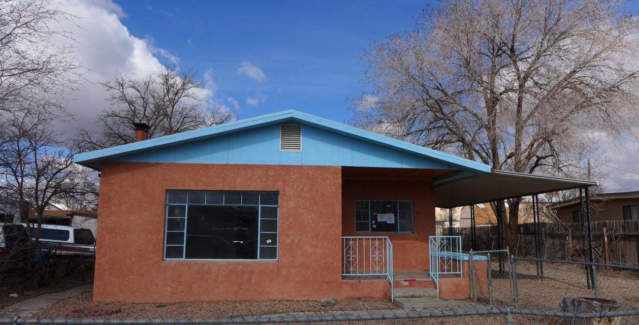 305 Reese Street NE, Albuquerque, NM 87107