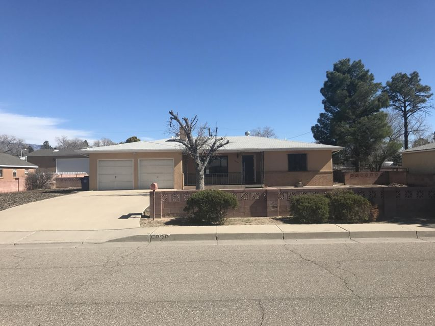 5828 Pauline Avenue NW, Albuquerque, NM 87107