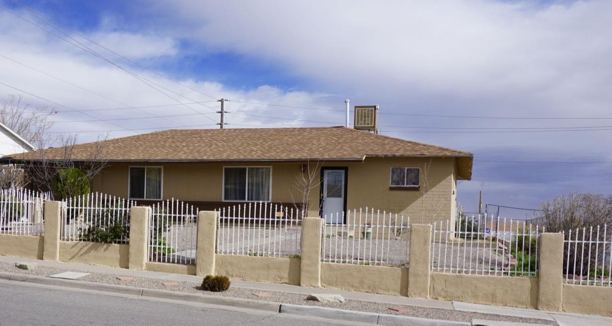 1324 Apodaca Street SW, Albuquerque, NM 87121