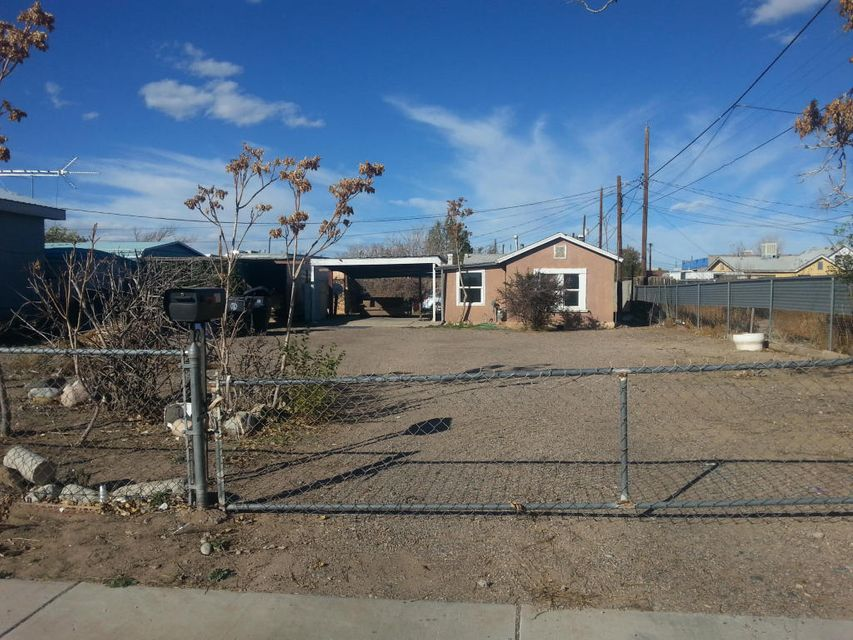 629 Bellamah Avenue NW, Albuquerque, NM 87102
