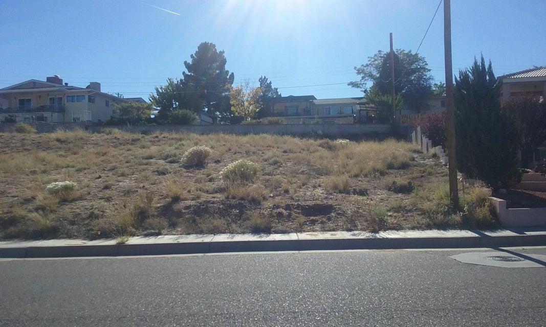 1407 Crescent NW, Albuquerque, NM 87105